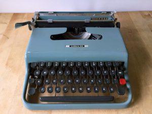 Olivetti Lettera 22 skrivmaskin