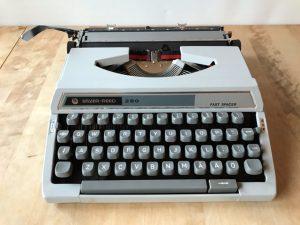 Silver Reed 280 skrivmaskin
